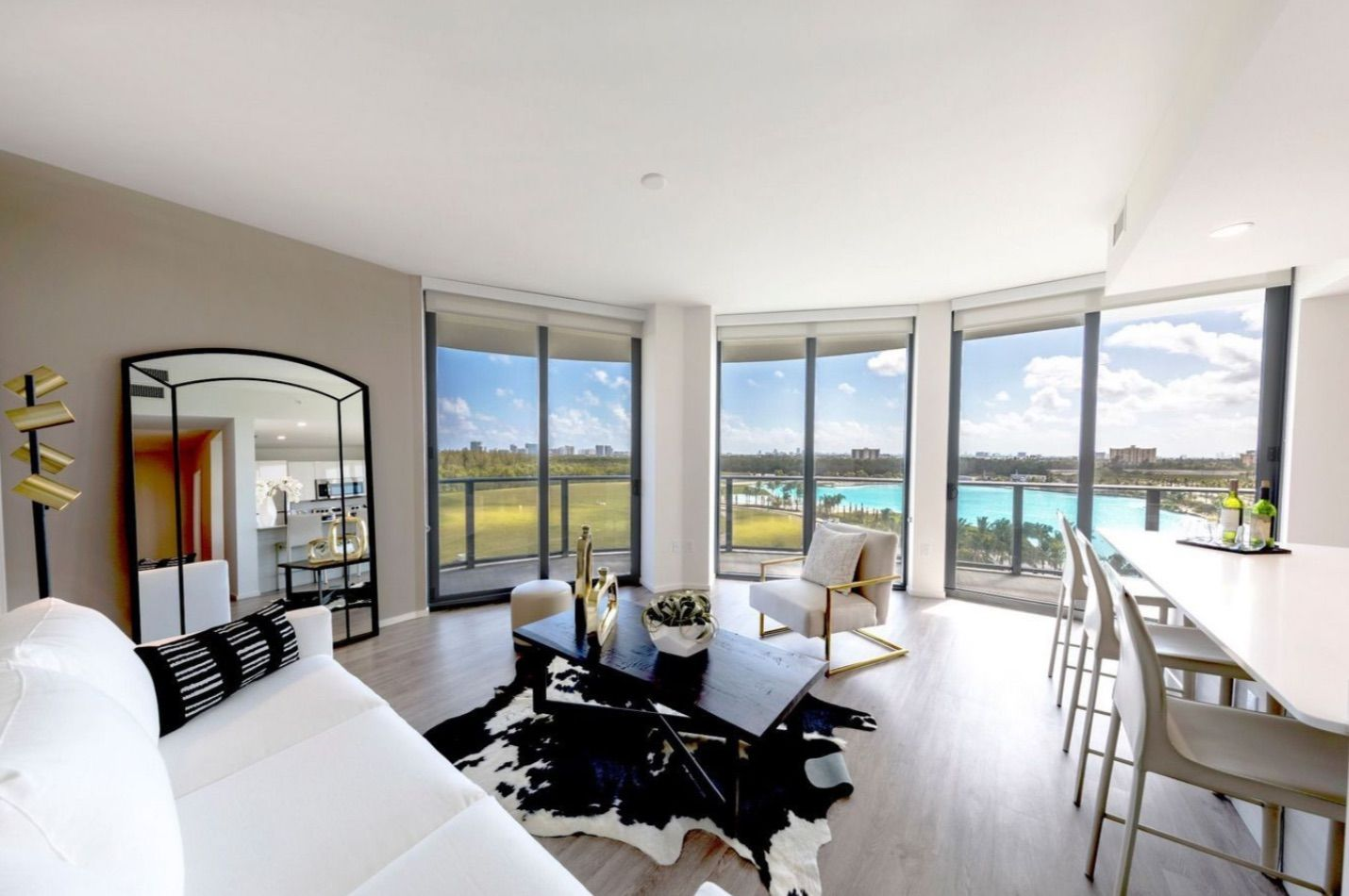 Luxurious Apartment in North Miami, FL with a view of the Laguna Solé Lagoon